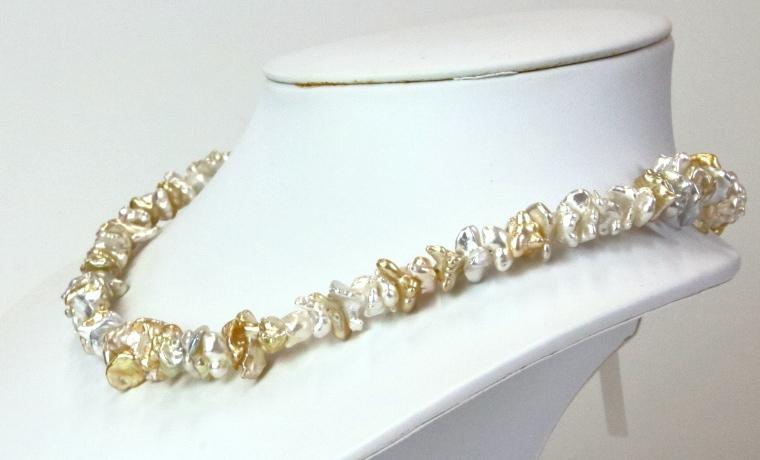 白蝶パールマルチカラーネックレス