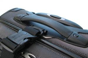 パスファインダー スーツケース PF3819DAX-メタリック(グレー) カーゴストラップ装着時画像