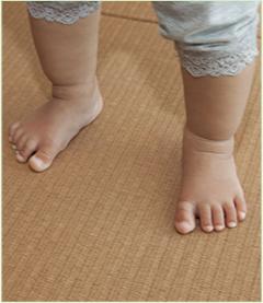 子どもの足