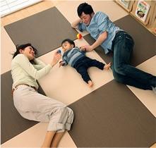 置き畳で家族憩いの空間