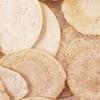 高知県産のかたくちイワシをたっぷり使用した素朴な炭酸せんべい