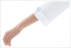 折り返しが可能なスリット入りの袖口(男性は角があるタイプ)