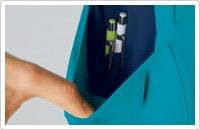 両裾ポケットは2重ポケットになっており、さらに右ポケット内側には筆記具等を整理して収納可能な少ポケット付き。