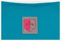 背中側の衿元にブランド織ネーム付