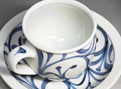 砥部焼、唐草文のモーニングカップ