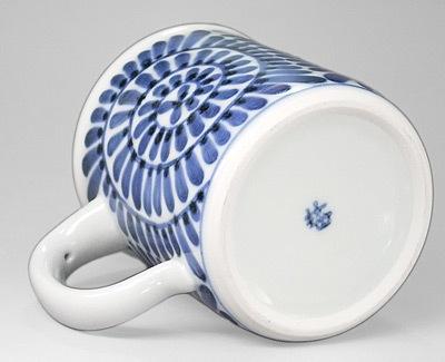 砥部焼 蛸唐草文のマグカップ