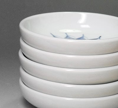 砥部焼の小皿、重ねたところ