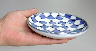 和食器 丸皿 持ったところ