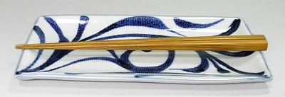 和食器 唐草文の角皿 大きさ比較