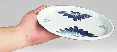 和食器 楕円皿 持ってみたところ