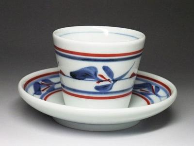 コーヒーカップとしてもおしゃれ。砥部焼の定番模様、三つ葉です。