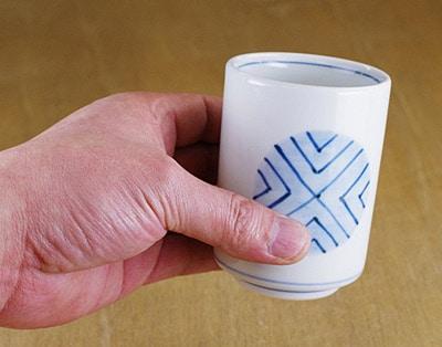 和食器 筒型湯飲み 持ったところ