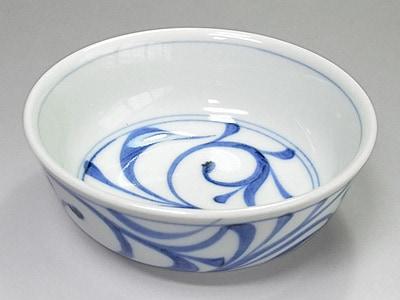 砥部焼 梅山窯 唐草文の小鉢