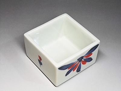 砥部焼、梅山窯の角小鉢