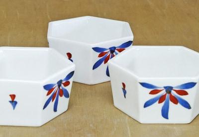 砥部焼 梅山 6角鉢 ごす赤菊