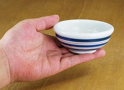 和食器 小鉢 持ったところ