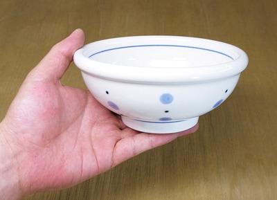 和食器 煮物鉢 持ったところ