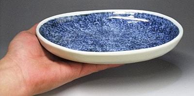 砥部焼、陶房風の楕円皿