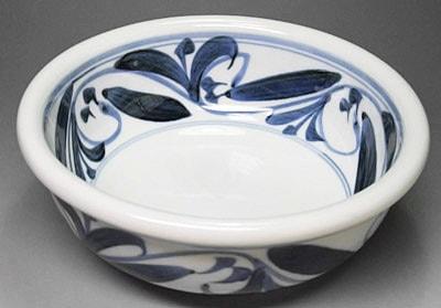 砥部焼、唐草文の浅鉢