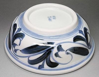 砥部焼、江泉窯の浅鉢(煮物鉢)