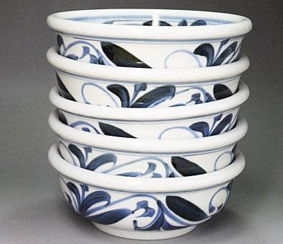 砥部焼の玉縁鉢、唐草文