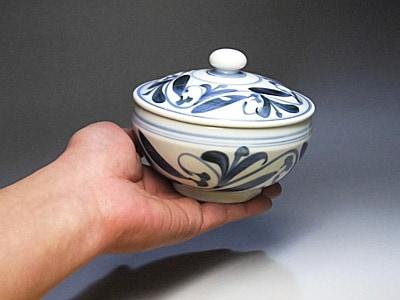 砥部焼の蓋付き鉢