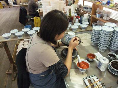 砥部焼・梅山窯・ごはん茶碗(朱線唐草)