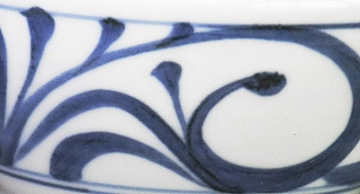 砥部焼の定番 唐草文の茶碗