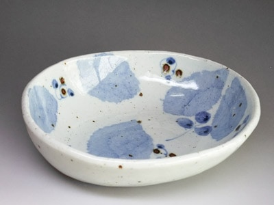 砥部焼窯元、森陶房さんのカレー皿(小)。