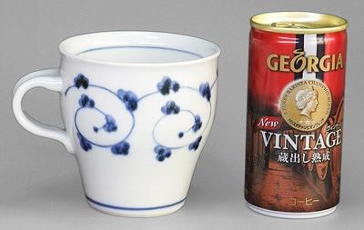 唐草文のマグカップ