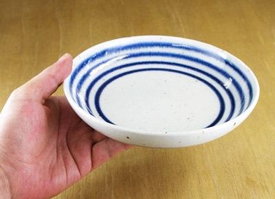 和食器 中皿 持ったところ