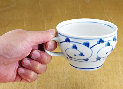 スープカップ 小鉢 持ったところ