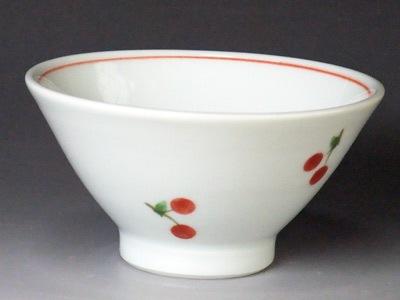 砥部焼窯元、大西陶芸さんの子供茶碗。朱チェリーの模様。女の子にいかがですか。