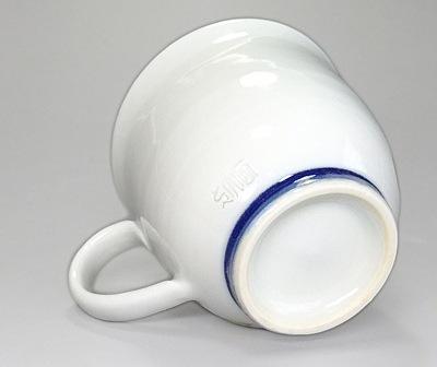 こども用の小さなマグカップ