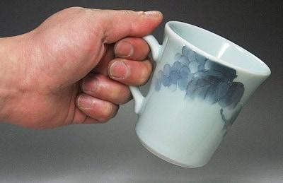 砥部焼、白石久美さんのマグカップ