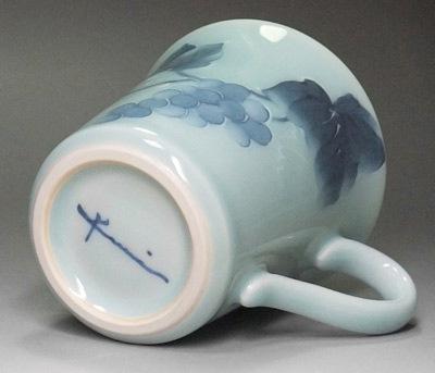 砥部焼のマグカップ