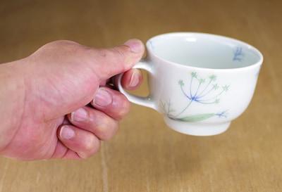 梅乃瀬窯 コーヒーカップ 持ったところ