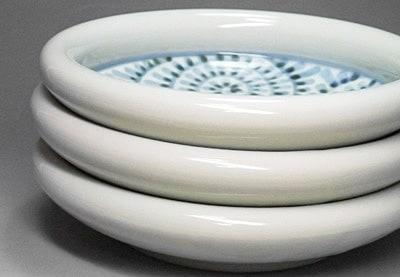 砥部焼の鉢、蛸唐草文