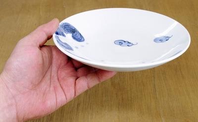 和食器 深皿 持ったところ