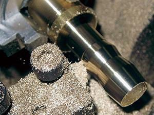 精密ミニ旋盤コンパクト3で真鍮丸棒の円筒切削。