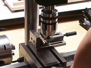 万能精密旋盤コンパクト7とミーリングアタッチメントによるスリ割り加工