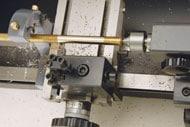 万能精密旋盤コンパクト7による真鍮丸棒の外径切削・回転センター