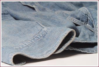 シャンブレーワークシャツ袖口部分の色落ち変化
