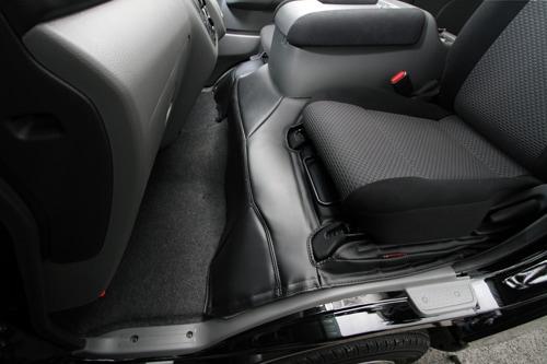 ユーアイビークル/UIvehicle NV350 キャラバン エンジンルームカバー フロント