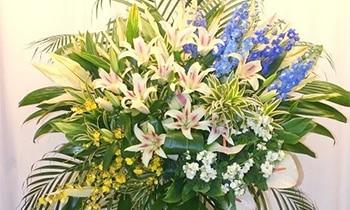華やかなお花で今後の発展を願って