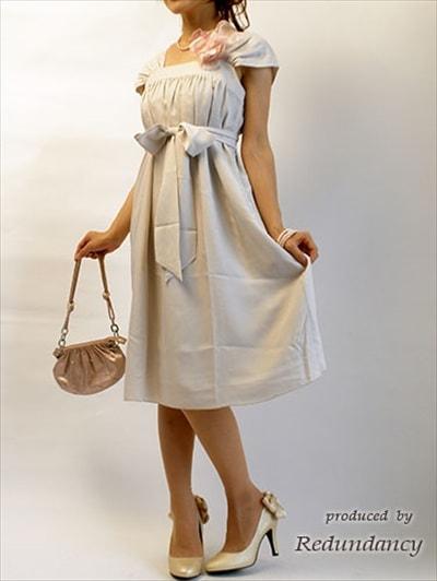 グレーやパープルのドレス1