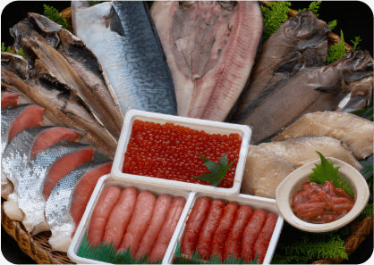 その日に揚がった新鮮な魚介類もたくさん!