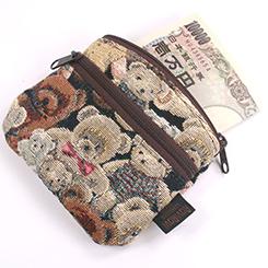 一万円札が二つ折りで入ります。
