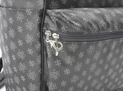 前ダブルファスナーポケットにも、ファスナーロックが付いています。