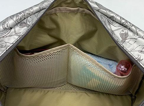 和みねこ クリ手トートMは内側:メッシュ素材のオープンポケットが2つ。メッシュだから中の荷物が見やすい